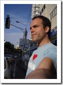 �سین درخشان در تل آویو با همان تی شرت معروفش I love tehran